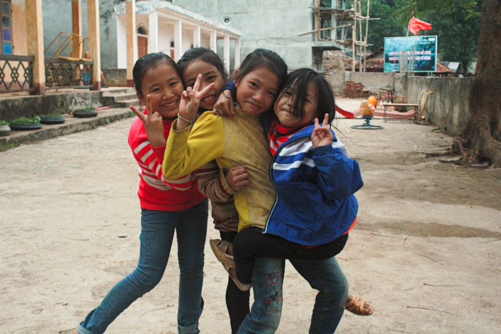 Local children in Bac Yen - Ta Xua Vietnam