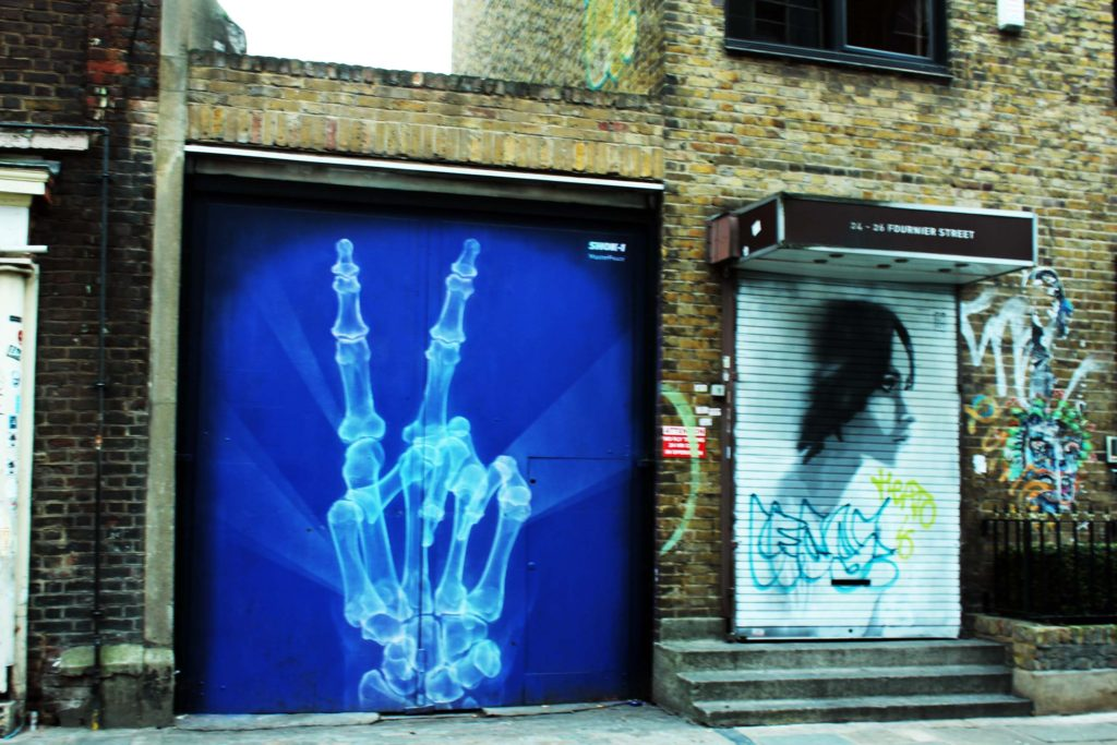 Incredible 3D effect street art in Brick Lane  - London Budget Trip - 14 free attractions London detailed reviews