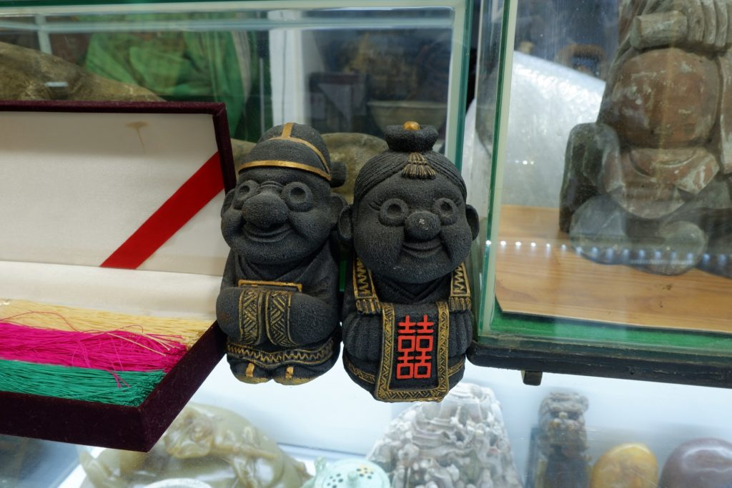 Souvenirs with an ancient touch at Seoul Folk Flea Market