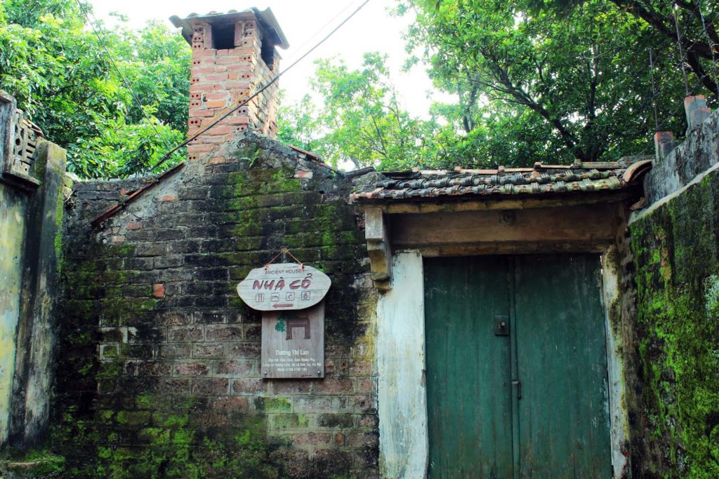 Homestay at Duong Lam Ancient Village