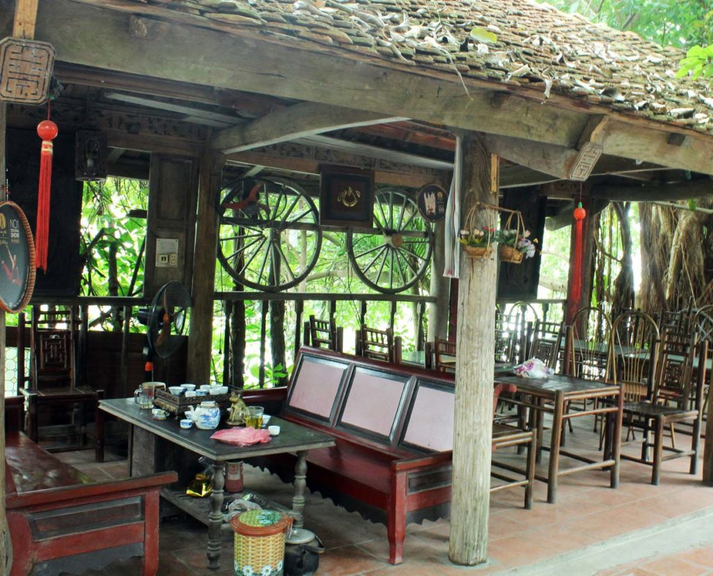 A shop selling antiques at Duong Lam Ancient Village